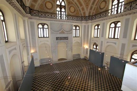 60 yıl sonra açılan cami ibadete kapandı