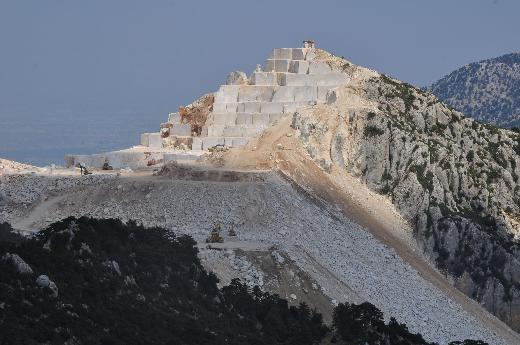 Antalyada yasak kalkınca dağ delik deşik oldu