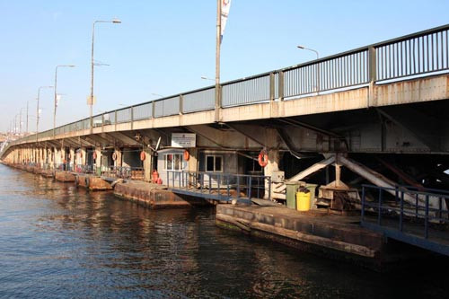 Unkapanı Köprüsünden atladı