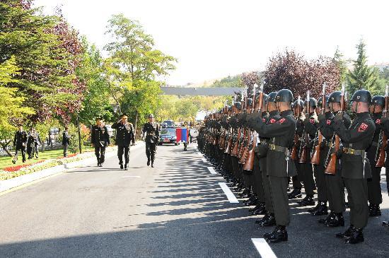 Komutanlıklarda devir teslim töreni yapıldı