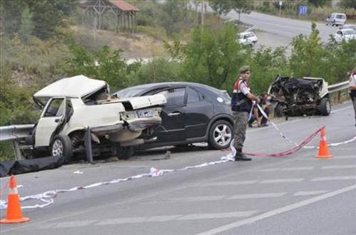 İzmitte feci kaza