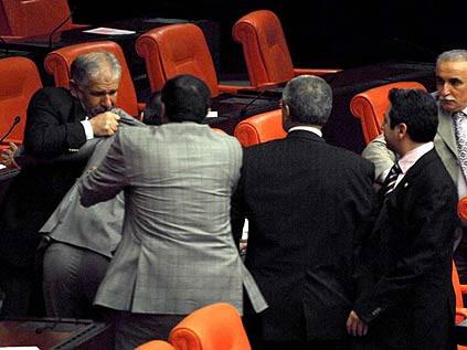 AKPliler Kamer Gençe saldırdı