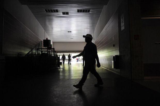Venezuela karanlığa gömüldü