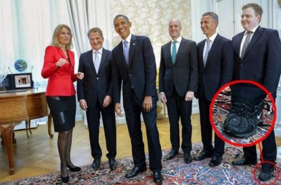 İzlanda Başbakanının ayakkabılarına bakın