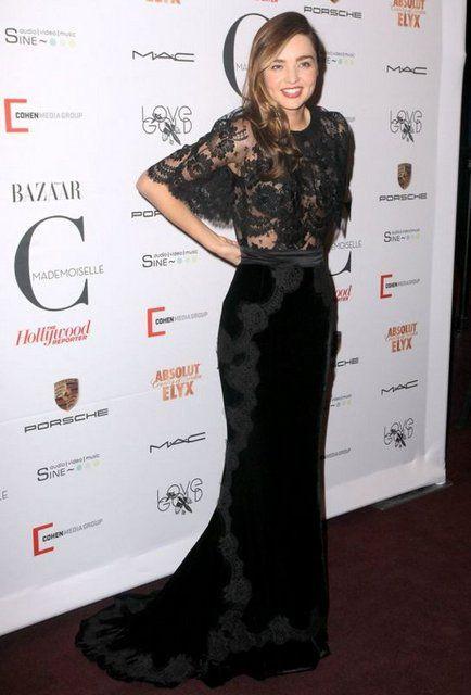 Miranda Kerr elbisesinin azizliğine uğradı