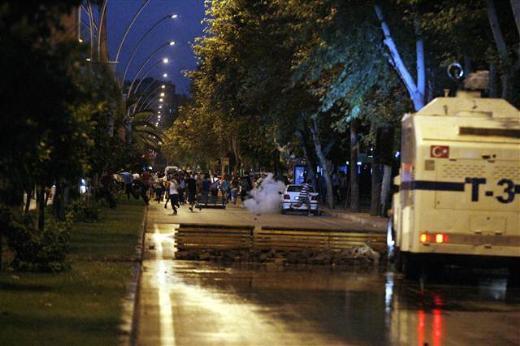 Adanada TOMAdan ilaçlı su sıkıldığı iddiası