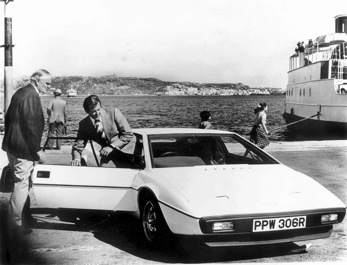 James Bondun o aracına servet