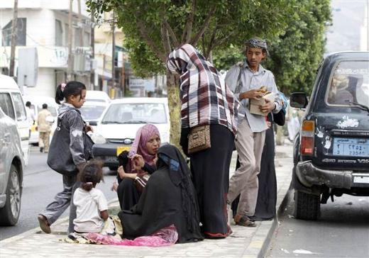 Yemende dilenen Suriyeli mülteciler