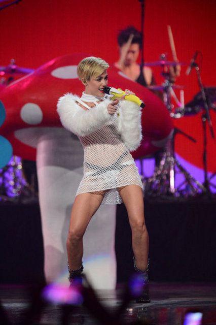 Miley Cyrus akıllanmıyor
