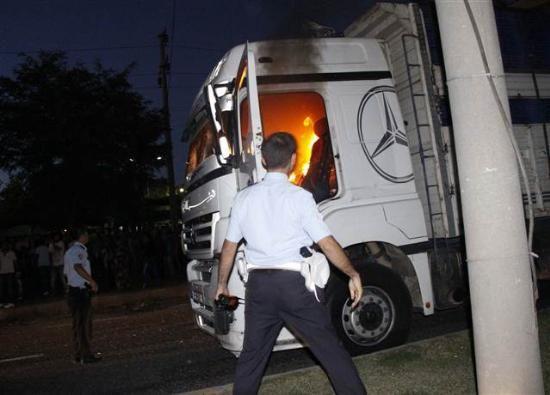 Çocuğu ezen kamyon ateşe verildi!