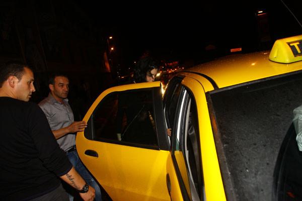 Arabayla geldi, taksiyle döndü