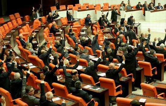 İşte AK Parti'de milletvekili olamayacak isimler
