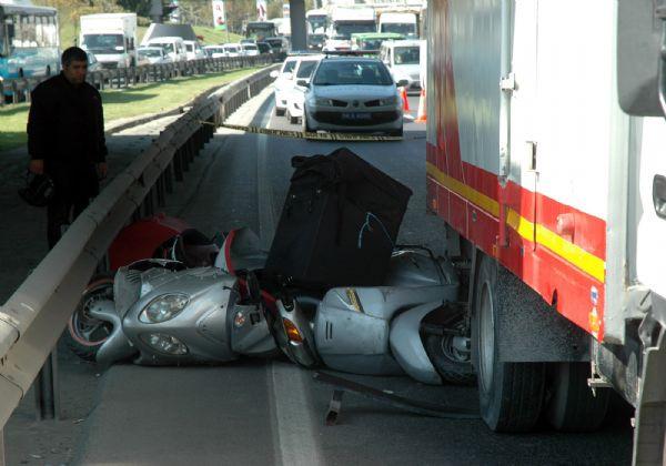 Motosikletten düşen hamile kadın öldü