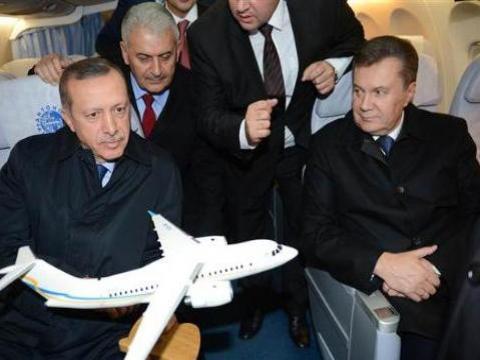 Erdoğan Antonov-158 tipi uçağı inceledi