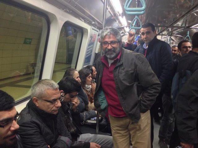 Metro görmüş masum ünlü!