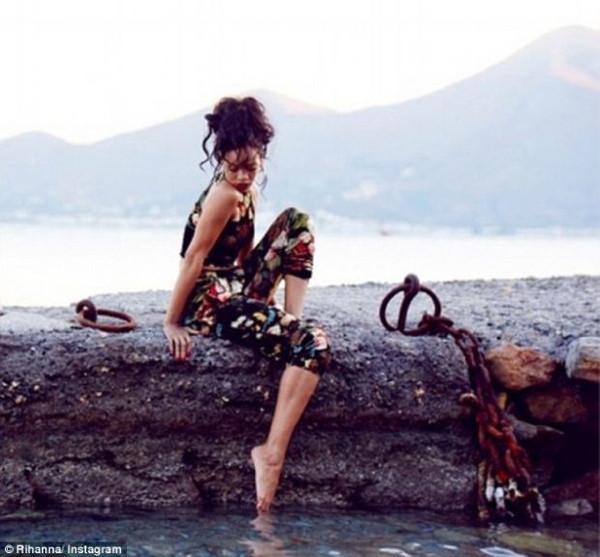 Rihanna sektördeki herkesle yattı