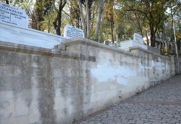 Bediüzzamanın talebelerinin mezarına çirkin saldırı