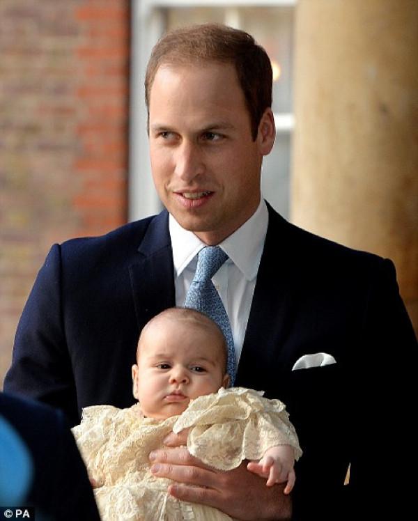 Prens George vaftiz edildi