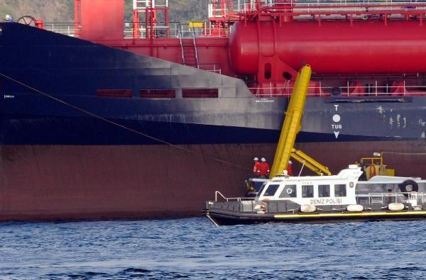 Boğazda gemi arıza yaptı, kablolar tehlikede