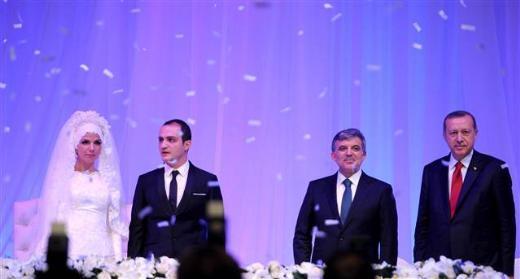 Erdoğan Bayraktar oğlunu evlendirdi