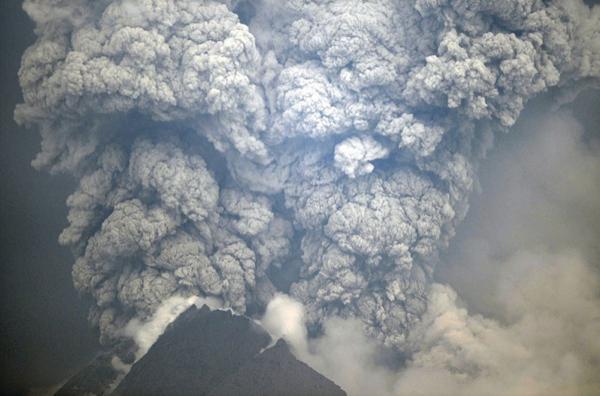 Dev yanardağ uyandı, köyler boşaltılıyor