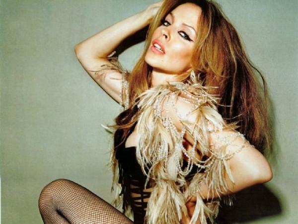 Kylie Minogue zamanı durdurdu