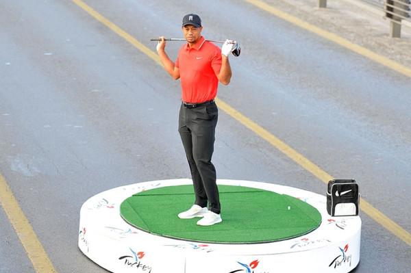Tiger Woods bir kıtadan diğer kıtaya vuruş yaptı