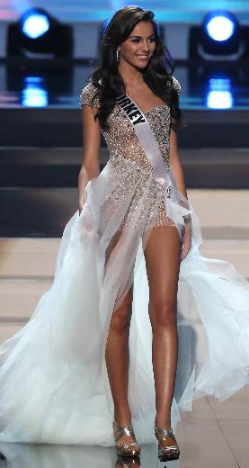 Miss Universe ün finalistleri jüri karşısında