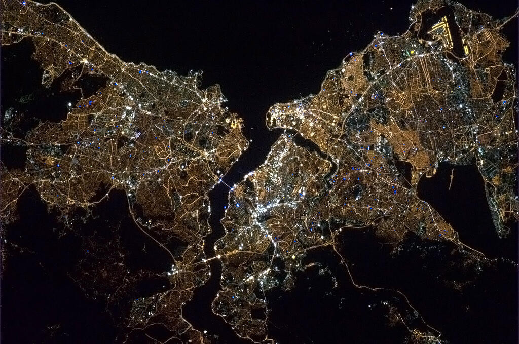 İstanbul uzaydan bakılınca göz kamaştırıyor