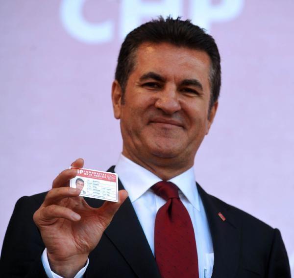 Sarıgül CHP kimliğini aldı