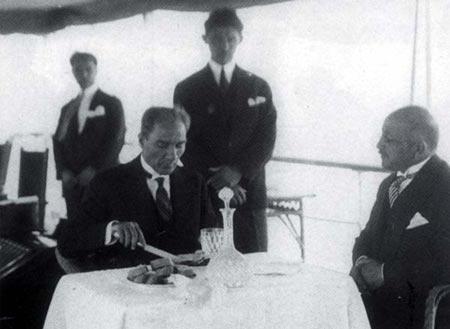Atatürk sofradan yarıaç kalkardı