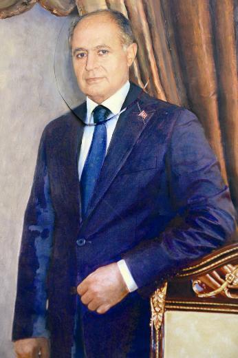 Başı cumhurbaşkanı, vücudu muhasebeci