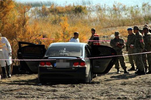 Astsubay ve eşi araçta ölü bulundu