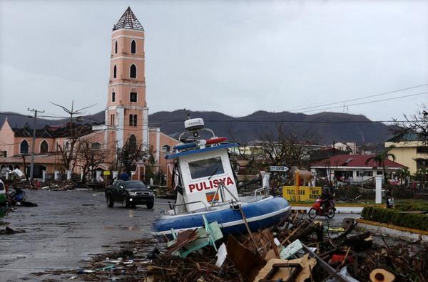 Tacloban'da büyük insanlık trajedisi