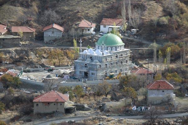Cami inşaatında tuhaf fosil