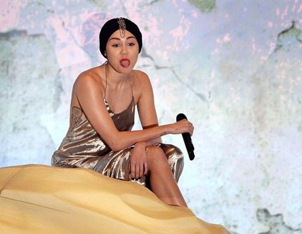 Miley Cyrus kapandı!