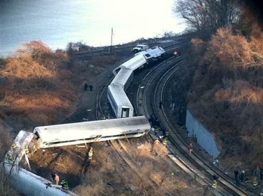 New Yorkta tren raylardan çıktı