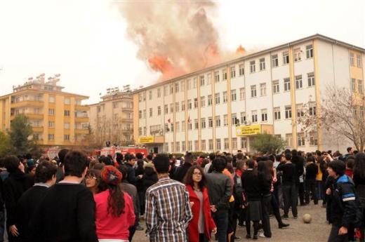 Gaziantepte bir lisede yangın çıktı