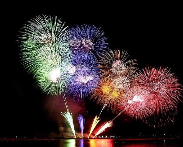 Ünlülerin yeni yıl ücretleri dudak uçuklatıyor