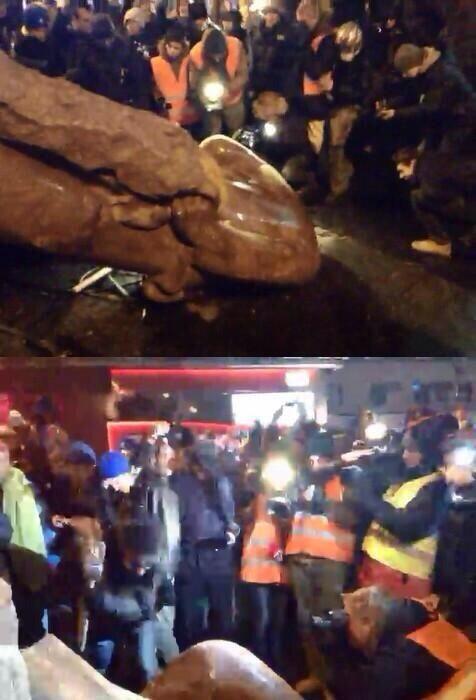 Protestocular Kievdeki Lenin heykelini yıktı