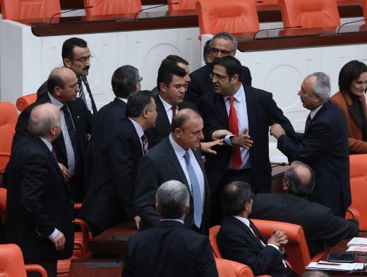 MHPliler ve BDPliler yumruk yumruğa tartıştı