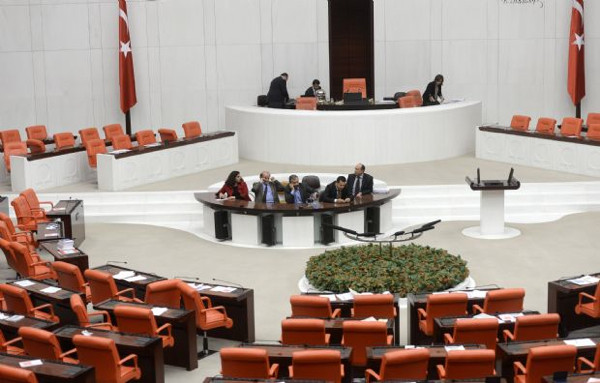 HDP milletvekilleri geceyi Mecliste geçirdi!