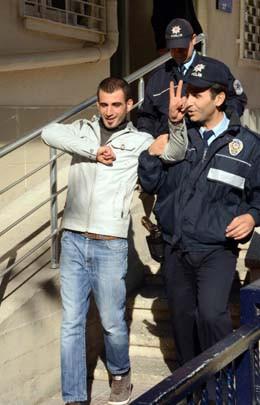 Aşk mesajlarına polis nöbeti