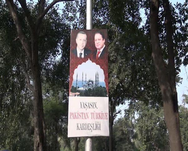 Başbakanın yollarına gül döktüler