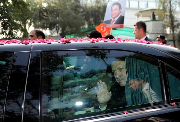 Erdoğana Pakistanda renkli karşılama
