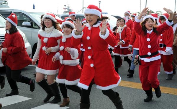 Fukuşimadan kurtarılanlara Noel Baba sürprizi