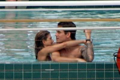 Jennifer Aniston, John Mayerle havuzda yakalandı