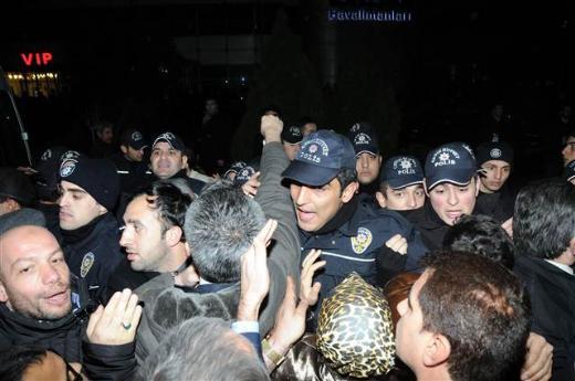 Polis ile AK Partililer arasında arbede