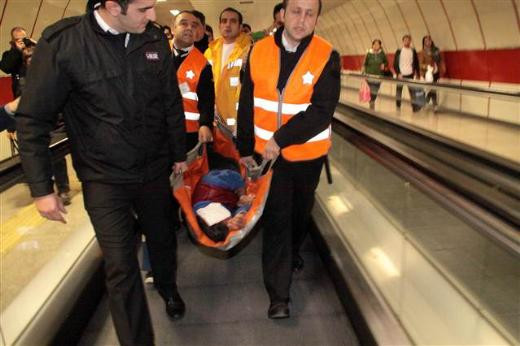 Taksim metrosunda dedektör dehşeti