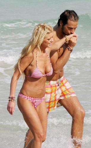 Tara Reid ile yeni sevgilisi plajda yakalandı